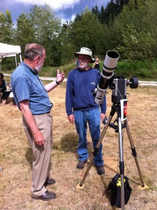 Mike Bradley discussing astronomy at the Botanical Gardens, Sep 2014